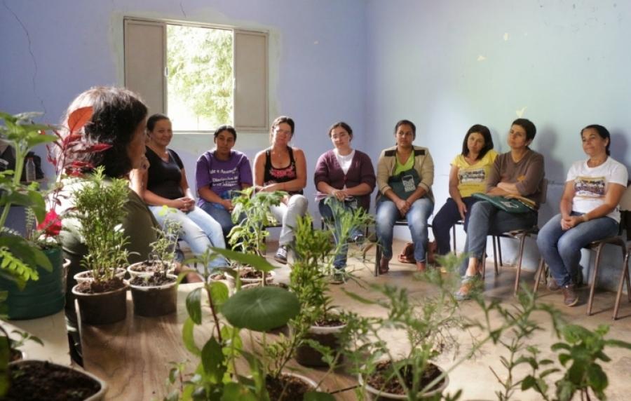 Curso de medicina alternativa é oferecido a mulheres de Santana do Manhuaçu